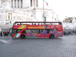 Tour bus in the Piazza Venezia.