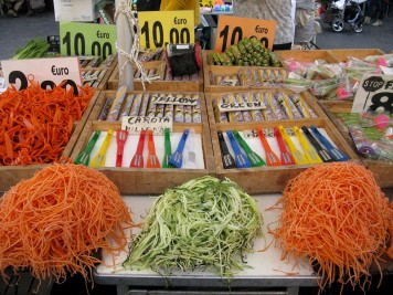 Julienne your vegetables with a handy gadget for 10 euros