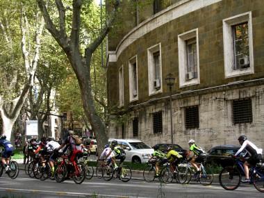 Sunday cyclists on the Via Vittorio Veneto