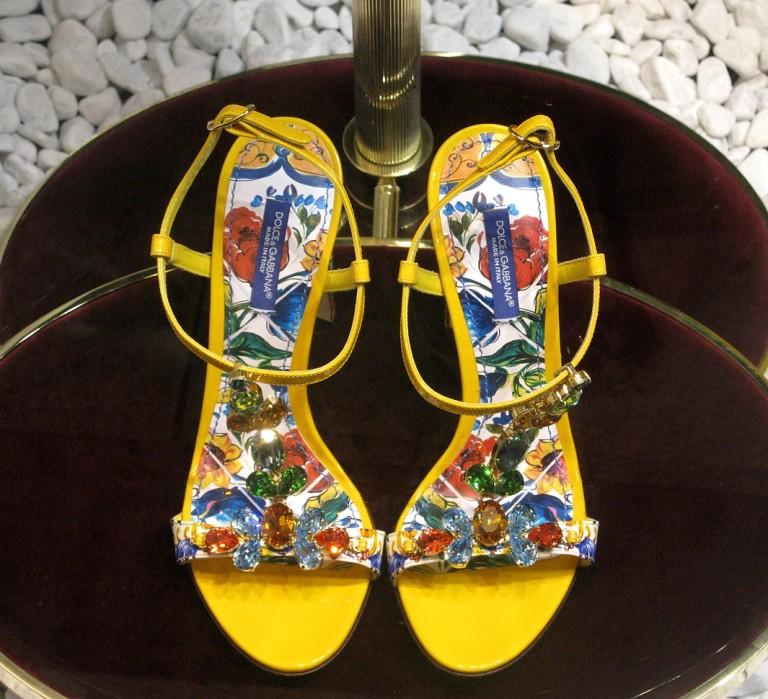 D&G sandals sized