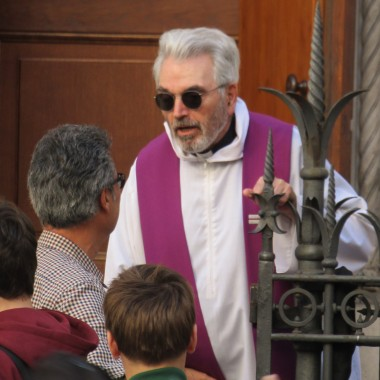 Even priests are cool in Roma!