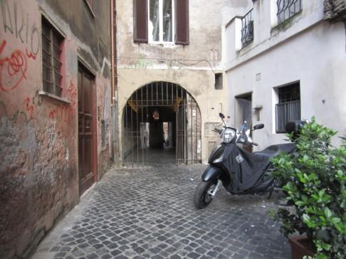 Entrance from Camp dei Fiori
