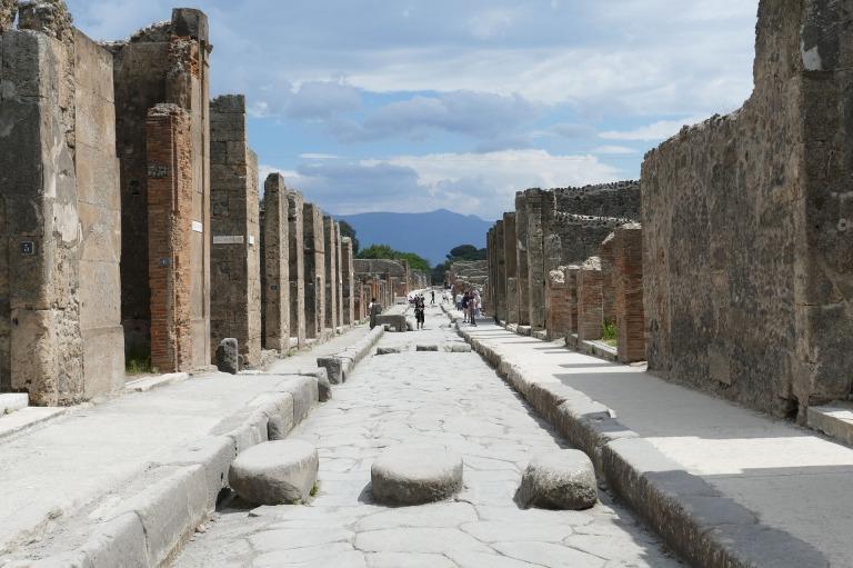 pompeii-2580680_1920