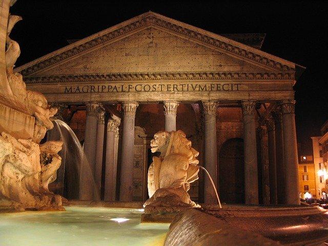 Pantheon at night (image Pixabay)
